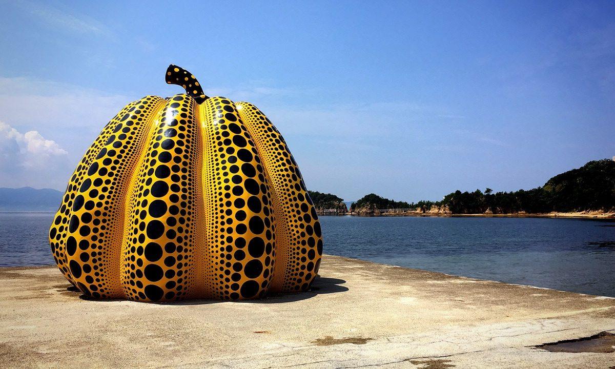 Visiter Naoshima en voyage en groupe au Japon en automne