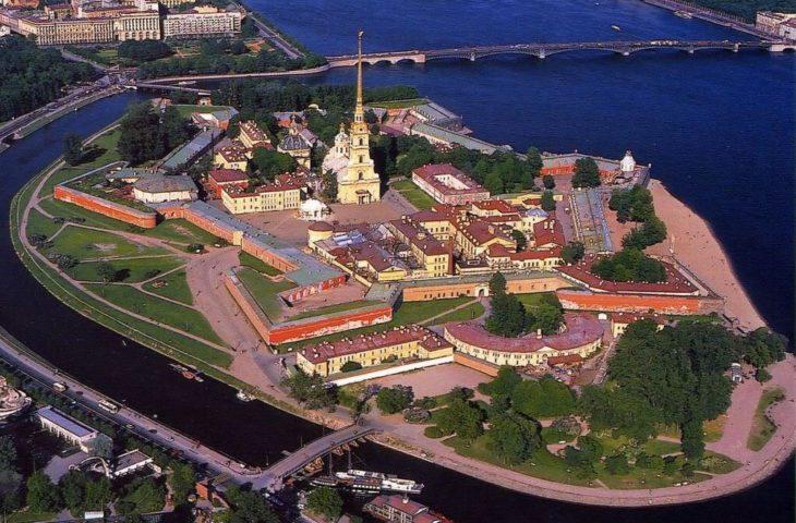 Partir en voyage organisé à St-Petersbourg et visiter la forteresse Pierre et Paul