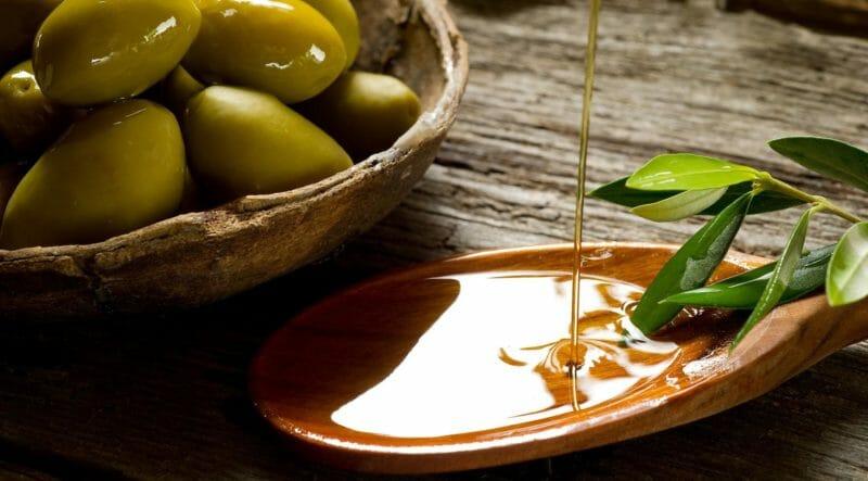 Déguster à l'huile d'olive lors d'un circuit dans les Pouilles