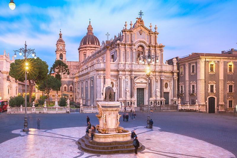 Piazza Duomo à Catane à visiter en groupe en Sicile