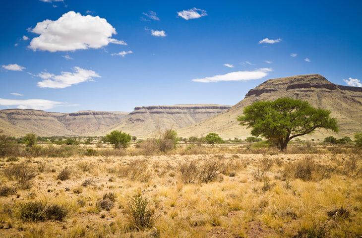 Visiter les paysages désertiques et montagneux lors d'un voyage organisé en Namibie