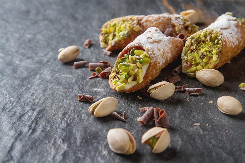 Manger les spécialités siciliennes lors d'un voyage en groupe