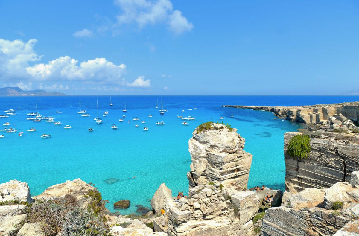 Vue sur la belle mer cristalline de l'île de Favignana en Sicile
