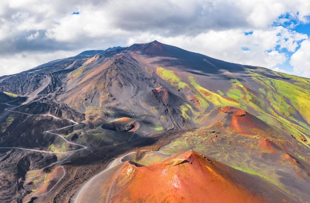 Sommet de l'Etna et ses cratères en Sicile