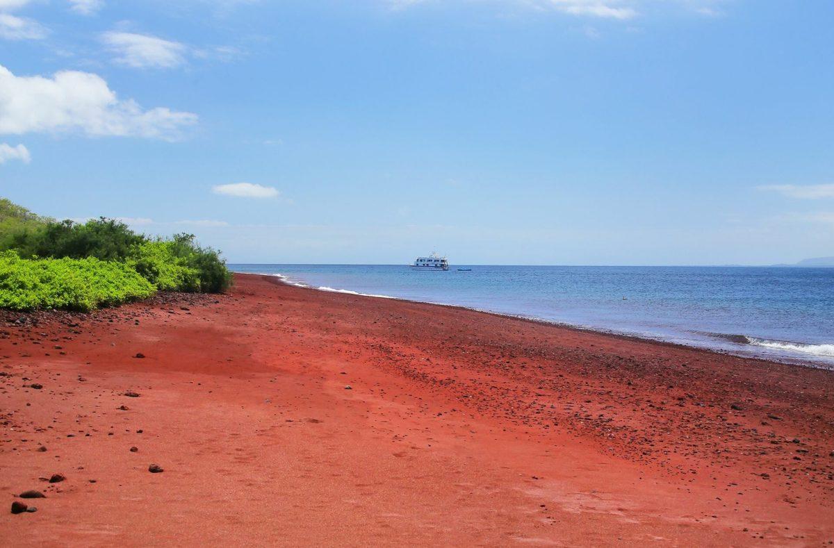 La plage rouge de Rabida lors d'une croisière aux Galapagos