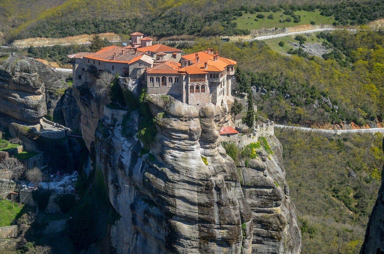 Visiter les Météores en Grèce en été