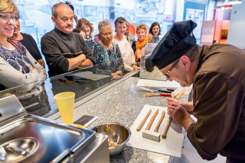 Fabrication en groupe de son chocolat chez Camille Bloch
