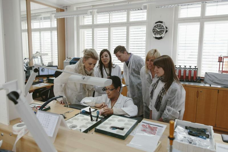 Visite en groupe d'une manufacture horlogère Corum