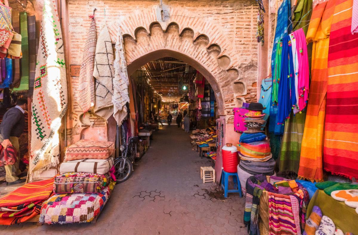 Visiter en groupe le souk à Marrakech