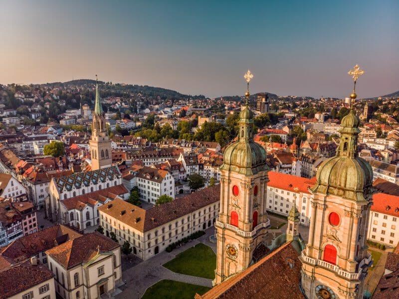 Visiter en groupe l'abbatiale de Saint-Gall en Suisse orientale