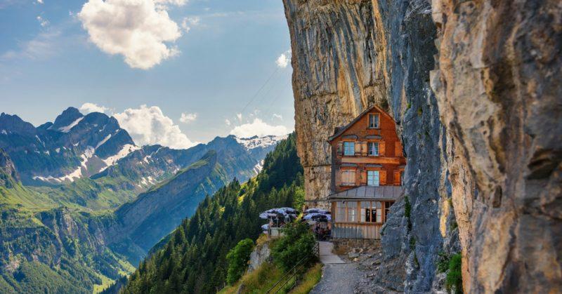Manger en groupe à l'auberge Aescher en Suisse orientale