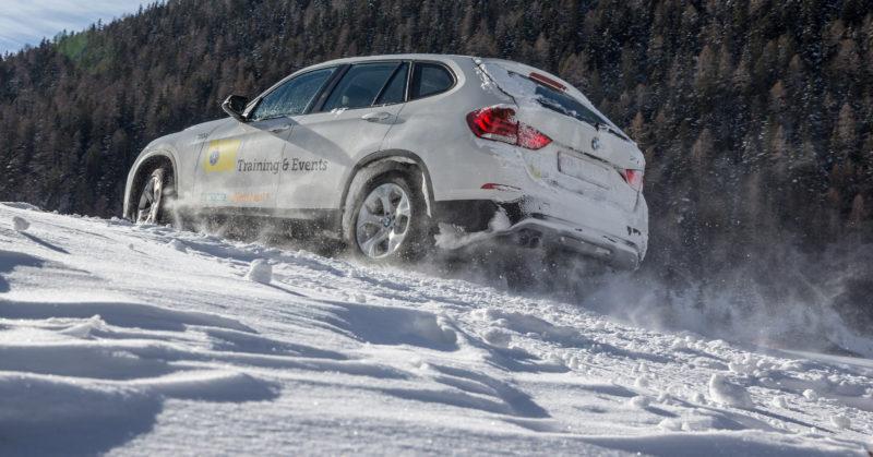 Cours de conduite sur neige et glace en Valais