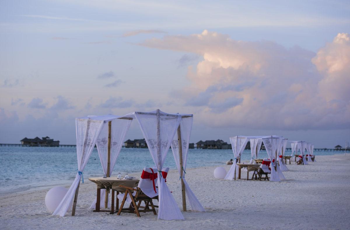 Dîner romantique sur la plage Paradise Island Resort Maldives