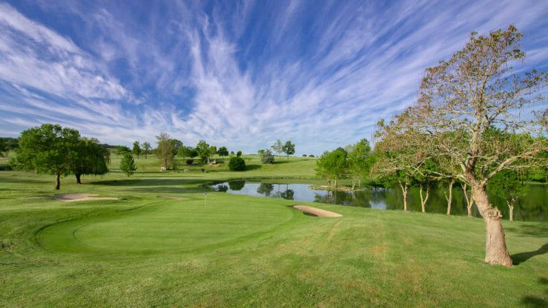 Parcours de golf en Dordogne au Château des Vigiers en France