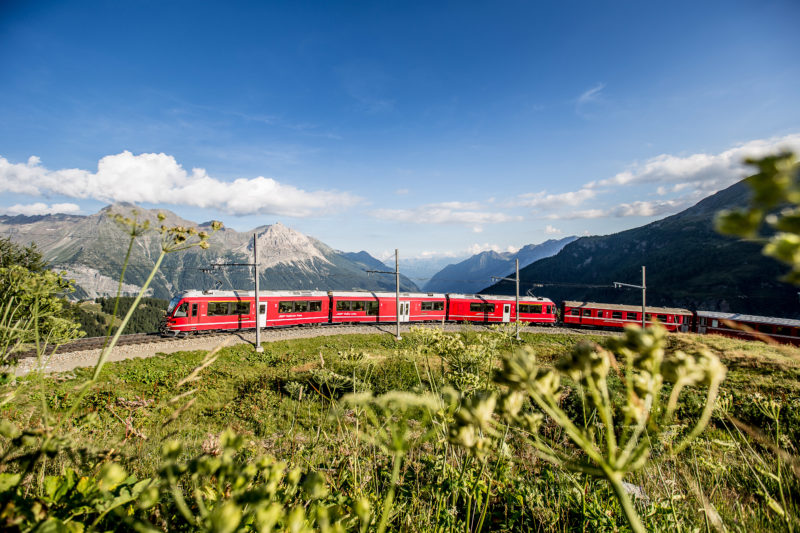 Train Bernina Express chemin de fer rhétique aux Grisons
