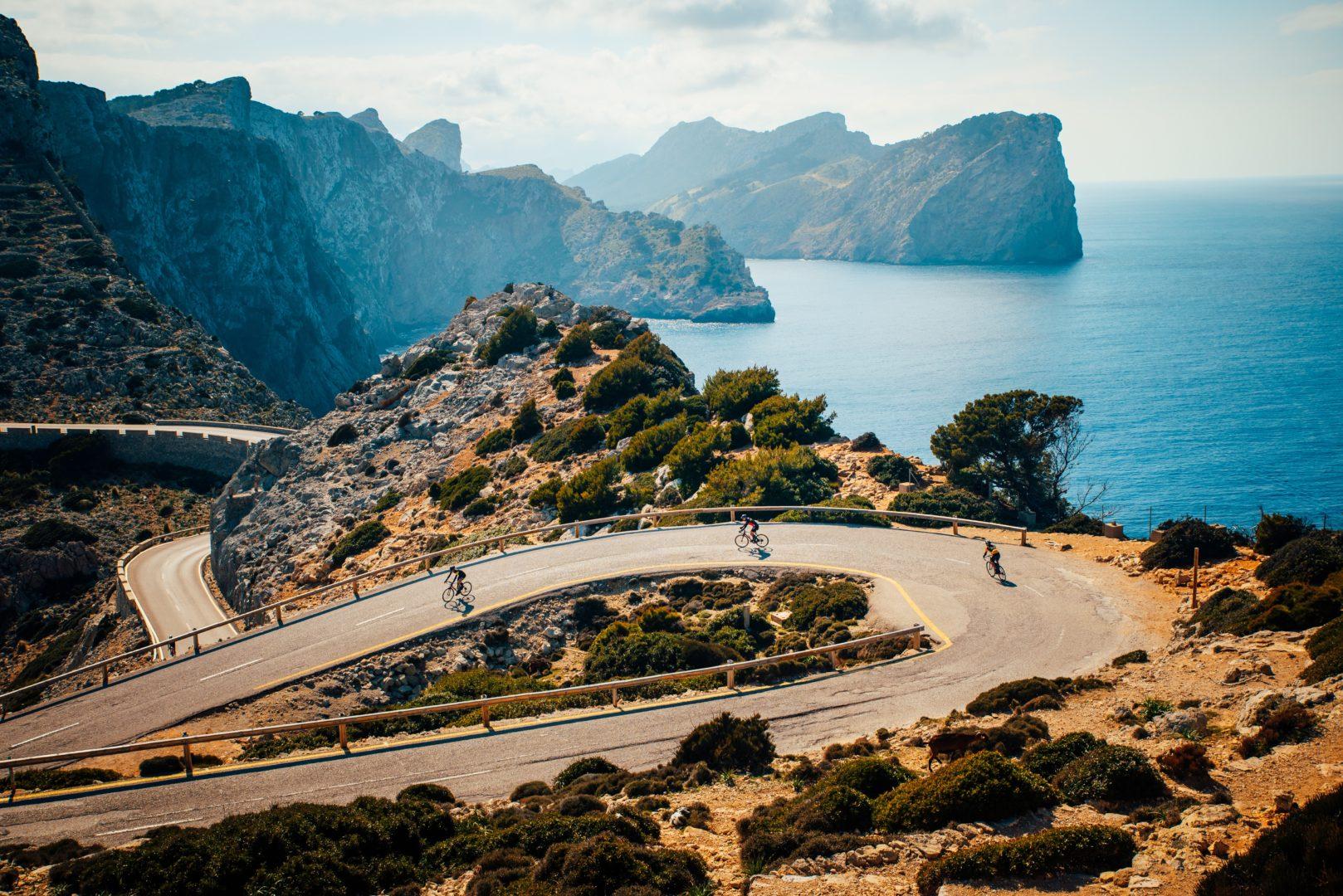 Cyclotourisme vacances à vélo Majorque_shutterstock_1398819182 -