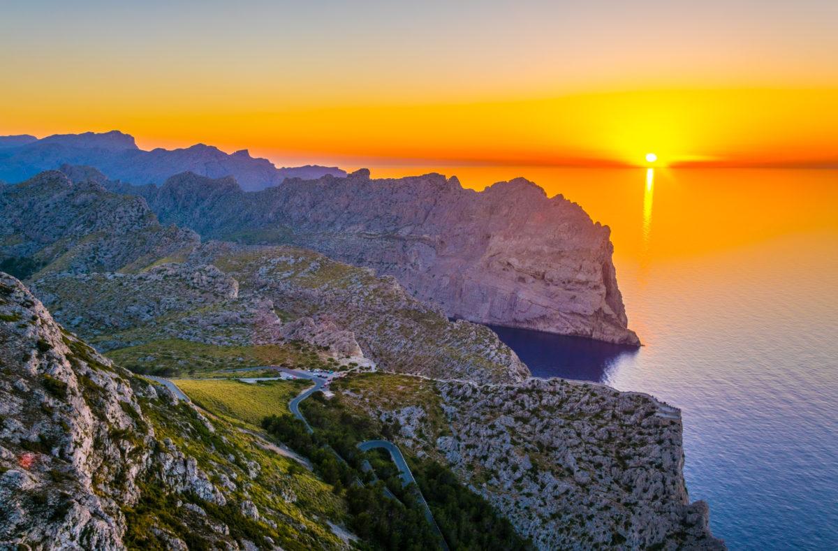 Vue du coucher de soleil sur les montagnes de Serra Tramuntana