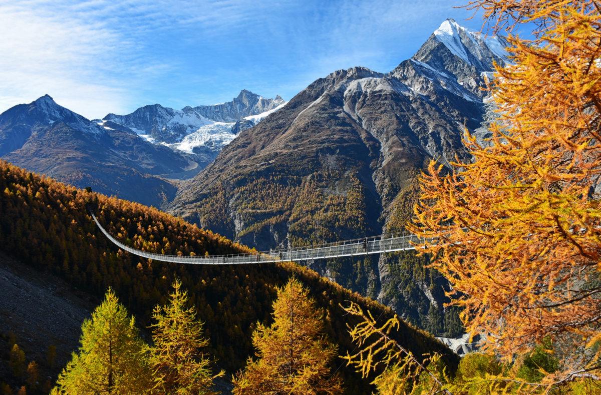 Pont suspendu Charles Kuonen dans les Alpes suisses