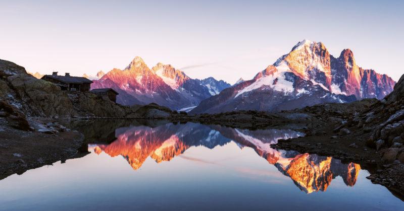 Coucher de soleil sur le lac Blanc face au mont Blanc