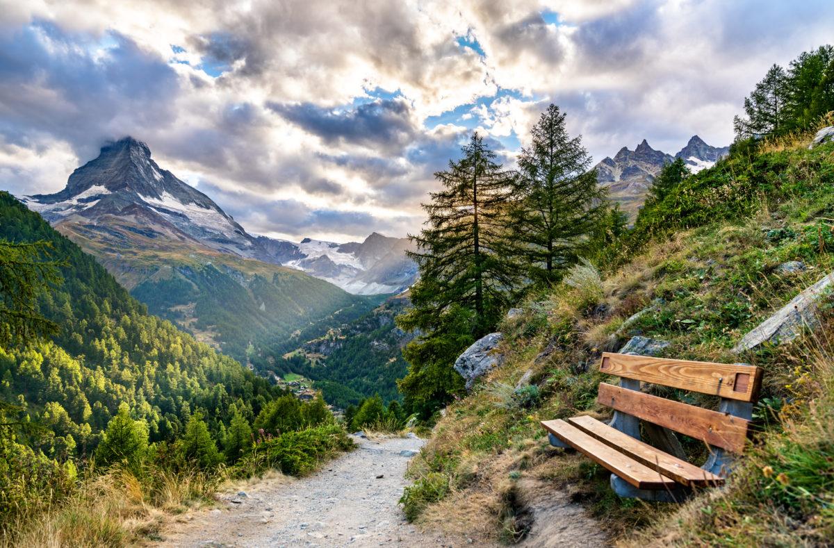 Sentier panoramique à Zermatt avec vue sur le Cervin