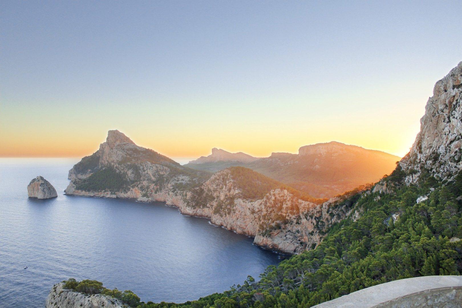 Vacances à Majorque coucher de soleil sur le Cap de Formentor