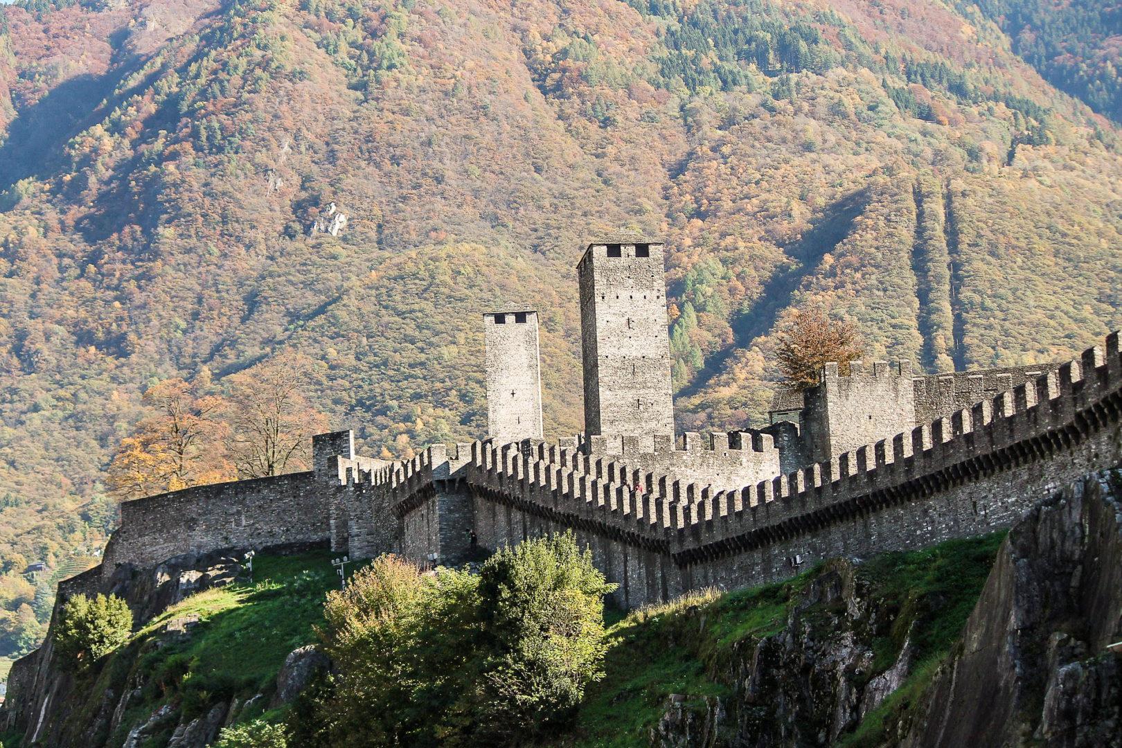 Bellinzona et son château Castelgrande dans les plus belles villes de Suisse
