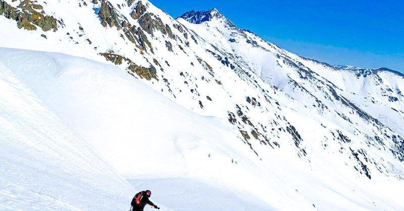 Descente de ski sur les pistes de Turquie