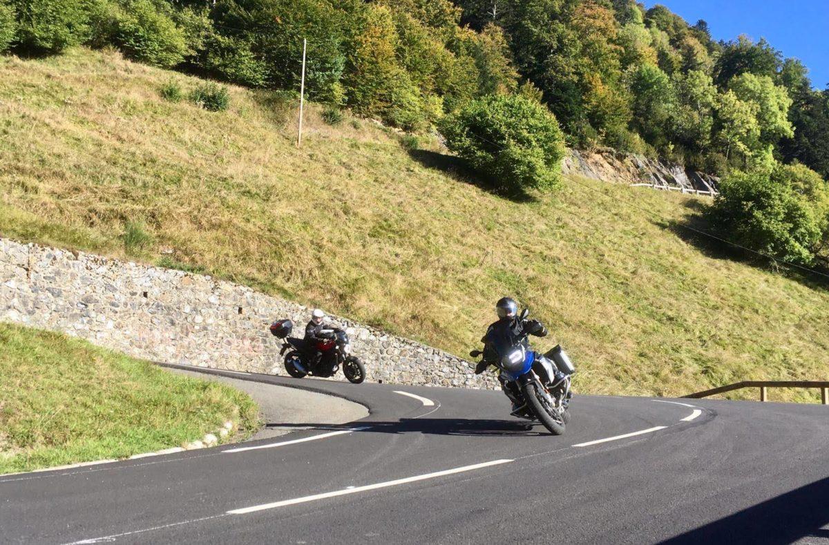 Rouler à moto sur les routes des Pyrénées