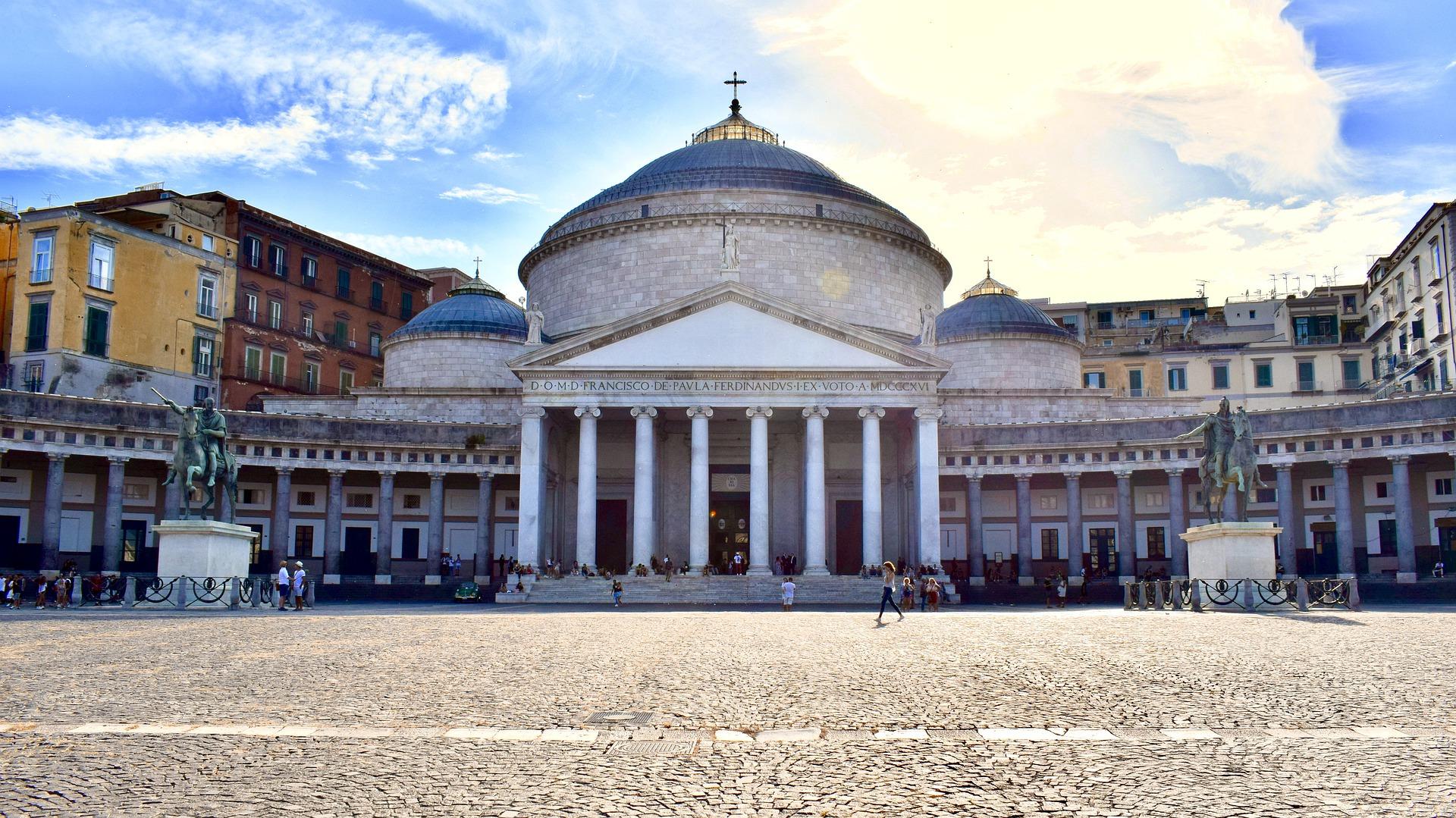 Naples destination historique