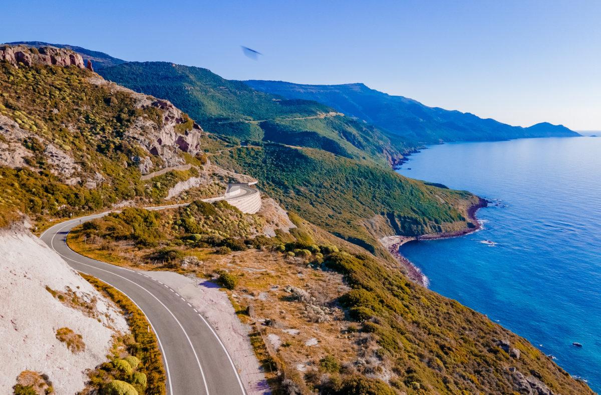 Route panoramique d'Alghero à Bosa road trip à moto nord de la Sardaigne