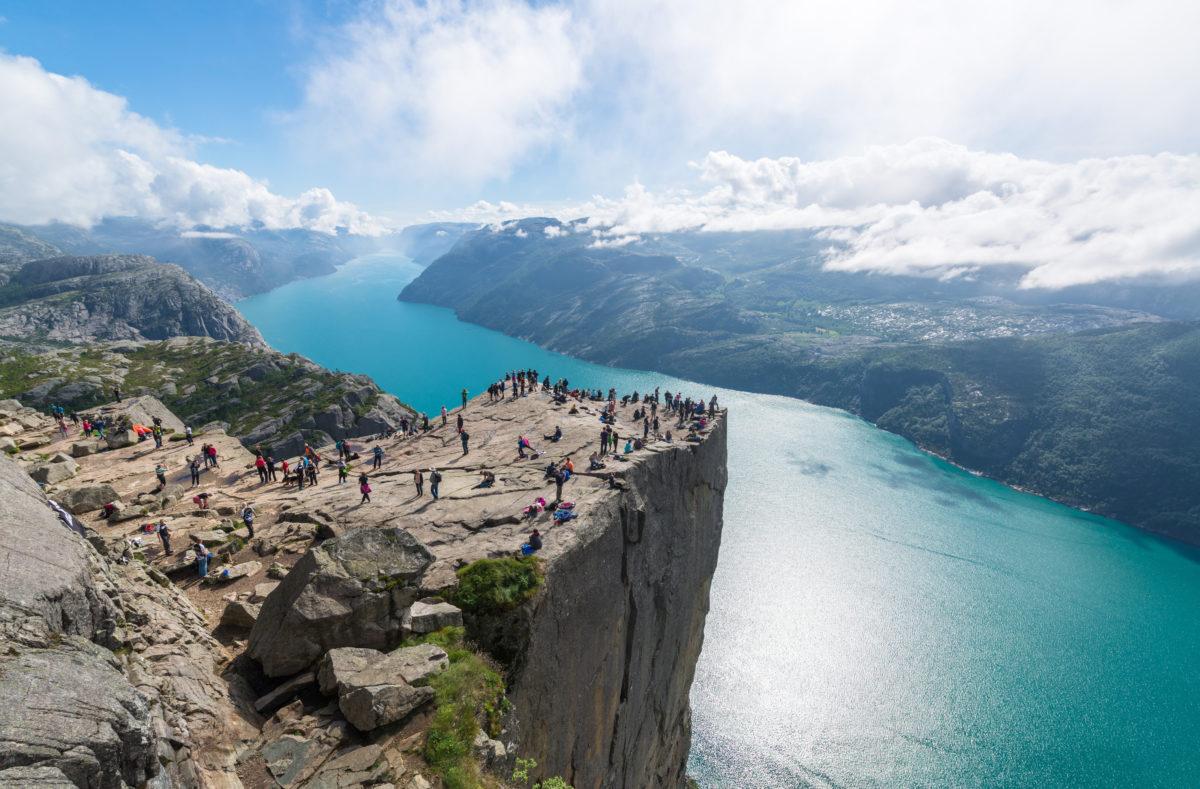 Cliff Preikestolen dans le fjord Lysefjord - Norvège