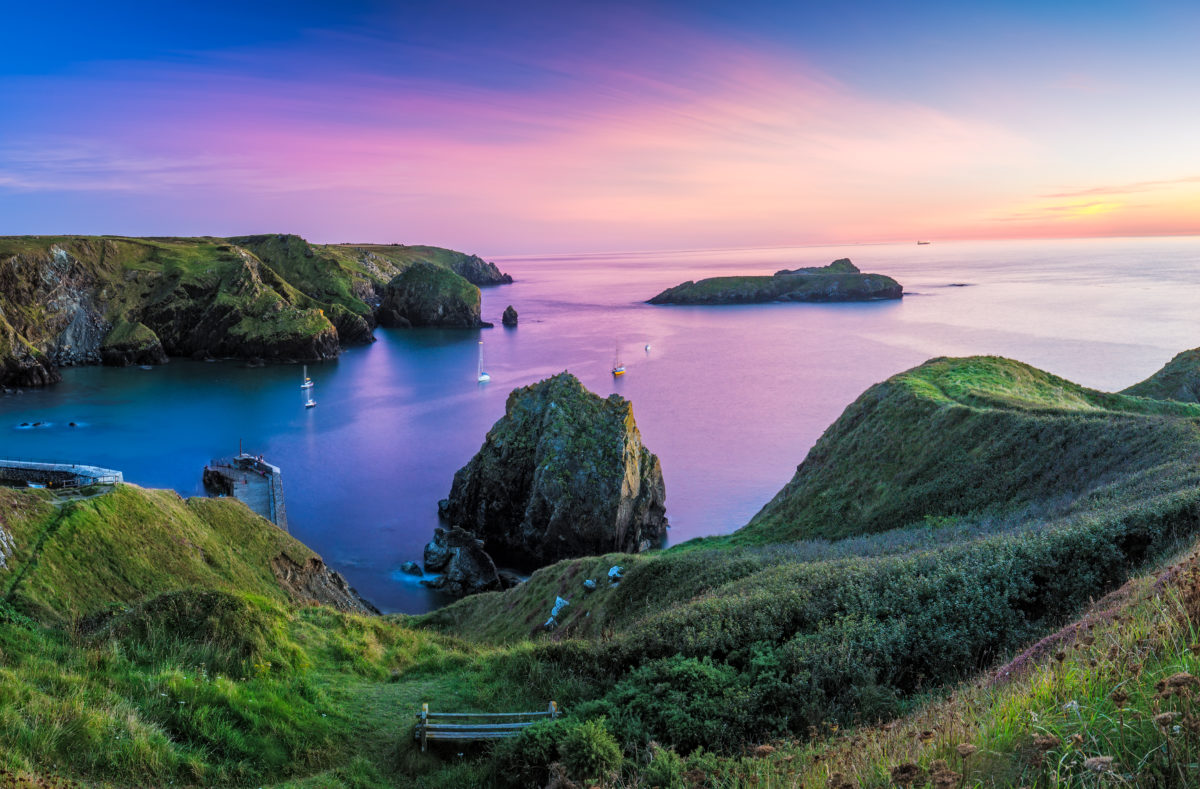 Panorama de Mullion Cove à Cornwall au Royaume-Uni