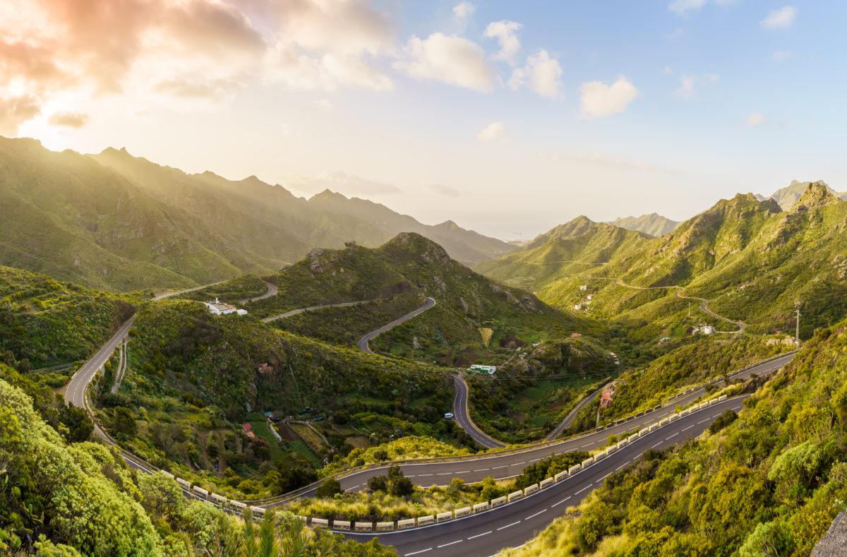 la côte nord d'Anaga au lever du soleil à Tenerife