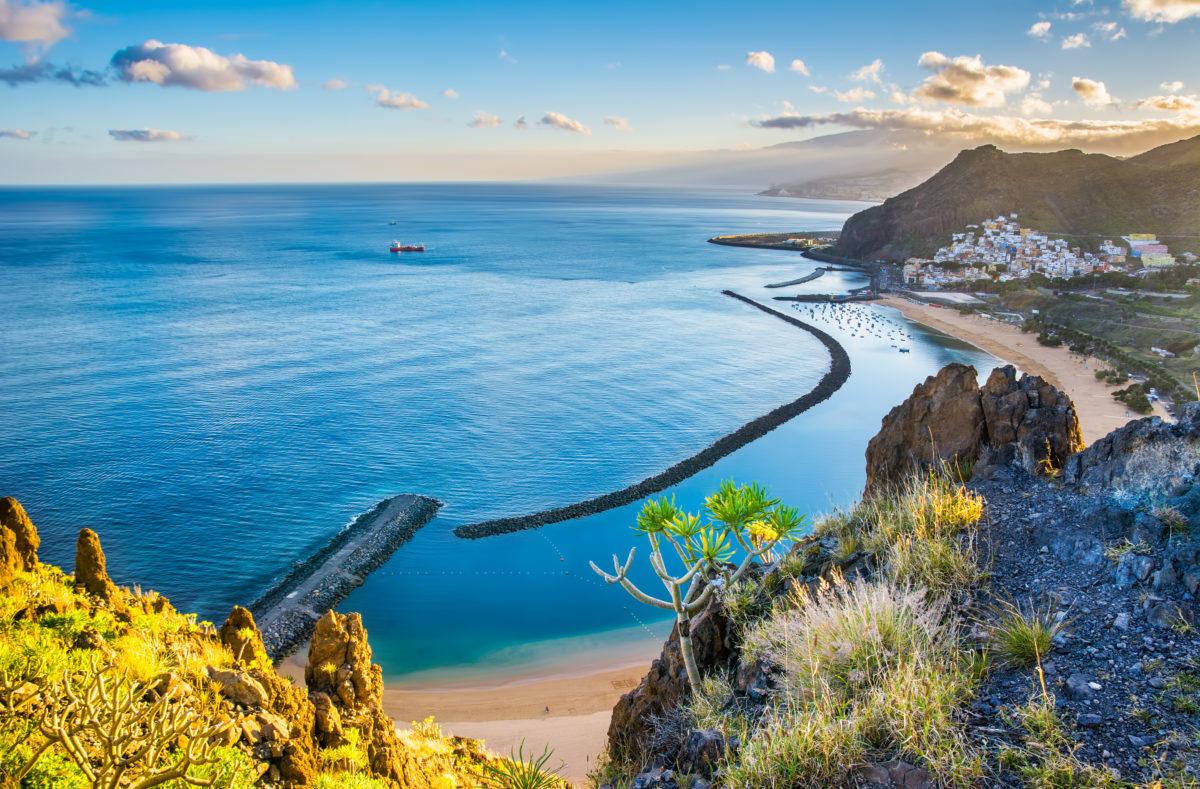 Playa de las Teresitas et le village de San Andres, Santa Cruz, Tenerife